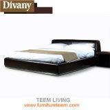 살아있는 현대 호화스러운 왕 침대를 가득 차십시오
