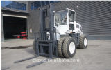 6000kg 4WD Cross Country Hydraulic Control Forklift Truck com A / C