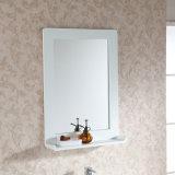 Vaidade fixada na parede do banheiro da madeira contínua
