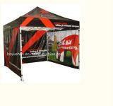 ترويجيّ يطوي خيمة فسطاط [غزبو] ظلة
