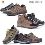 Comodità che Trekking gli sport esterni che fanno un'escursione i pattini impermeabili per gli uomini