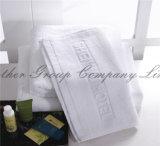 Fabricación blanca de encargo 100% de las toallas de baño del hotel de Terry del algodón (TOW-001)