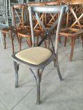Cadeiras da parte traseira da cruz da madeira de carvalho do vintage para o casamento