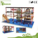 O brinquedo por atacado para a corda dos miúdos percorre o campo de jogos ao ar livre
