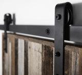 納屋の大戸のハードウェアを滑らせるEriasのホームデザインによって曲げられるストラップ