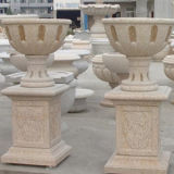 Konkrete Statue formt Steinskulptur