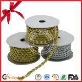 Bande métallique de Polyerter de vente chaude pour empaqueter avec la ligne d'or
