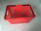 Panier de plastique de main d'achats de supermarché