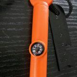 スクレープを持つ多機能の小型発火具/火メーカー及び笛及びCampass