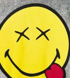 Les mots de Smile& de la fille faite sur commande ont estampé le T-shirt