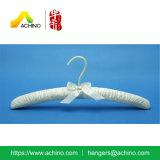 Проложенная сатинировкой вешалка одежд с крюком (APH104)