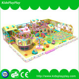 Das corrediças grandes felizes dos jogos das crianças equipamento interno do campo de jogos