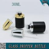 bouteille 30ml en verre cosmétique noire mate avec le compte-gouttes de pompe de presse