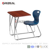 Escritorio combinado material de madera y de acero de la escuela sobre los muebles de escuela