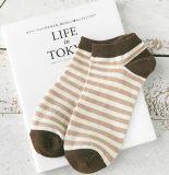 Bunt in der Streifen-Knöchel-Socke