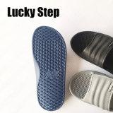 Tres colores de los zapatos del hombre de EVA
