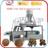 Pallina dell'alimentazione del pesce gatto che fa la riga della macchina