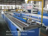 高速木製のプラスチックパレット、フロアーリング、壁CladingはWPC機械ラインの側面図を描く