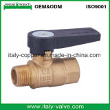 La vávula de bola de cobre amarillo de la calidad de la garantía con acanala la maneta (AV-BV-2033)