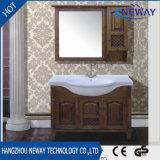 純木の浴室の家具の白いデザインを立てる床