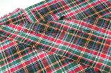 Le filé de T/C a teint des vérifications vêtant le tissu en gros de chemise