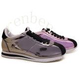 Zapatos ocasionales del cemento de las nuevas mujeres