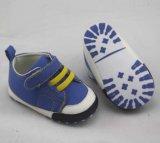 Blaue klassische Babyschuhe