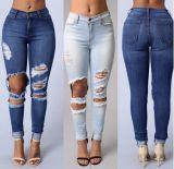 熱い販売の薄い色の偶然の裂かれたジーンズ