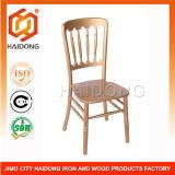 Деревянный стул замка банкета