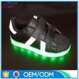 Chaussures élégantes neuves des gosses DEL avec les chaussures légères pour des gosses d'enfants