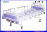 China-Lieferant auf manuelle doppelte Funktions-justierbaren Krankenhaus-Betten