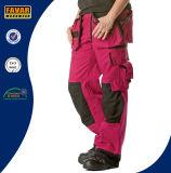 여자의 선홍색 튼튼한 무릎 패드 화물 바지