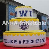 dessin animé gonflable géant élevé de caractère de gâteau d'anniversaire de 20FT