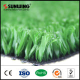 Alfombra artificial natural de la hierba del fútbol del verde que pone para el campo de fútbol