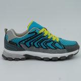 人のための防水靴をハイキングする屋外スポーツを移住する慰め