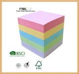 Cubo de papel del color y fuente de la tarjeta de papel
