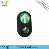 Tasto pedonale del semaforo di spinta del segnale della strada dell'incrocio