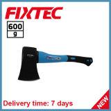La mano di Fixtec lavora l'ascia 600g con la maniglia della fibra