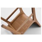 椅子を食事する安い曲がった木の合板