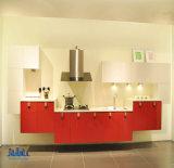 無光沢および光沢度の高いラッカーを塗られた食器棚