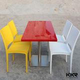 Таблицы и стулы прямоугольника суда еды красные мраморный