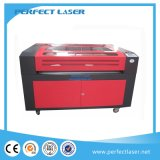 Auto máquina de estaca de alimentação do laser da madeira compensada do sistema para o vestuário
