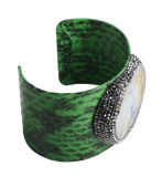 Form Jewelry Leather Bracelet mit Gemstone Pave Rinestone Bead