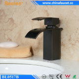 Faucet sanitário de bronze do dissipador da cachoeira do banheiro preto da esfera