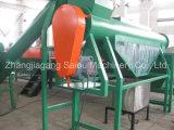 Überschüssige Plastik-HDPE Milchflasche, die waschende trocknende Maschine zerquetschend aufbereitet