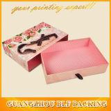 Aufbereitete Packpapier-Geschenk-Kästen mit Farbband