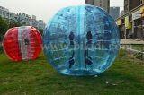 狂気のスポーツ! ! ! 熱い販売半分カラーTPU膨脹可能な人間の大きさで分類されたサッカーの泡球、気が狂った球