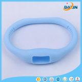 Incandescenza luminosa in braccialetto repellente della zanzara scura del silicone per il bambino
