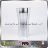 Измеряя чашки для пить