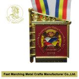 Médaille d'or avec une lanière